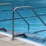 drabinka na basenie