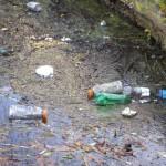 zanieczyszczona woda