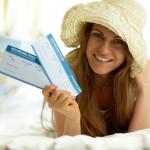 bilet w ręku kobiety